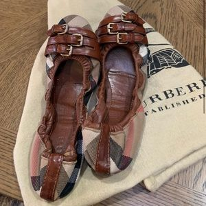 Dark tan falcons ballerina BURBERRY